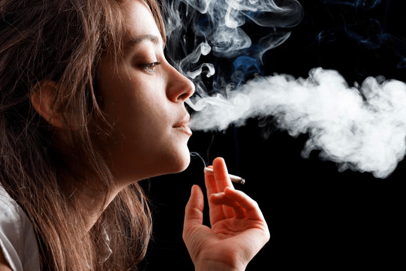 How Exactly Does Smoking Harm The Eyes? Here Are 9 Ways
