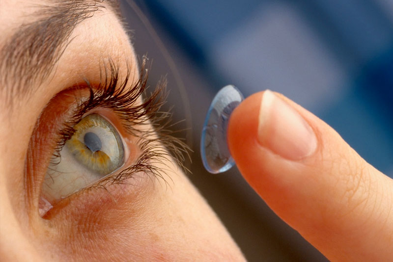 Why-you-should-not-wear-contact-lenses-while-taking-birth-control-pills